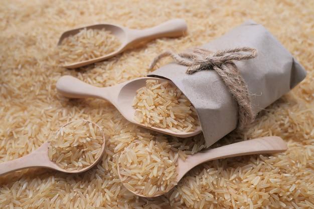 Sfondo di riso gaba, riso integrale germinato, proprietà medicinali, riso biologico Foto Premium