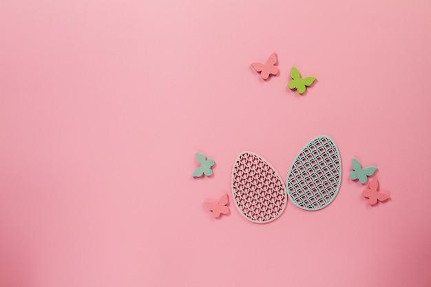 Sfondo Rosa Con Le Farfalle E Le Uova Per Pasqua Scaricare Foto Gratis