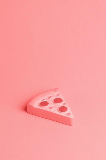 Sfondo rosso con pezzo di pizza Foto Gratuite