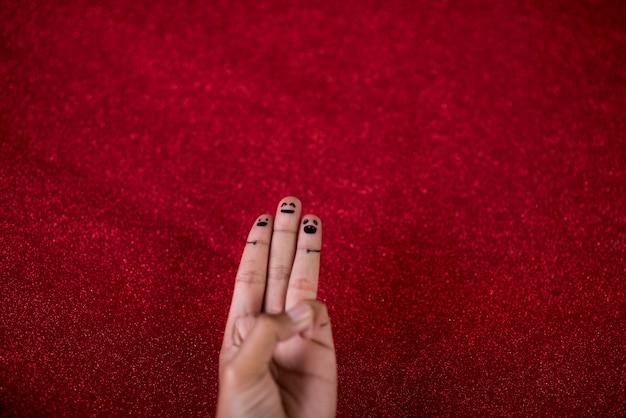 Sfondo rosso e dita e simpatico sorriso art concept Foto Premium