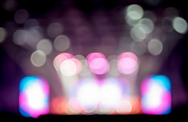 Sfondo sfocato: illuminazione bokeh in concerto con il pubblico