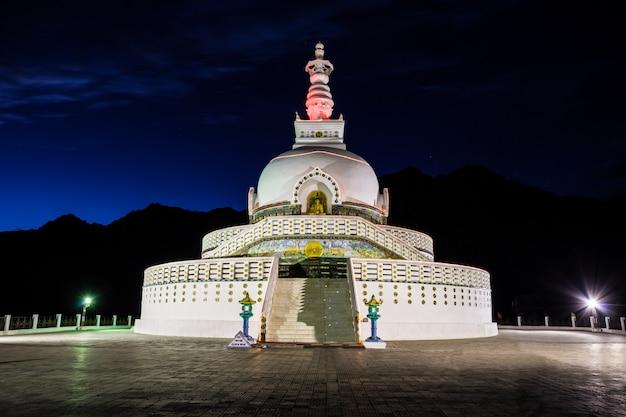 Shanti stupa, leh, india. Foto Premium