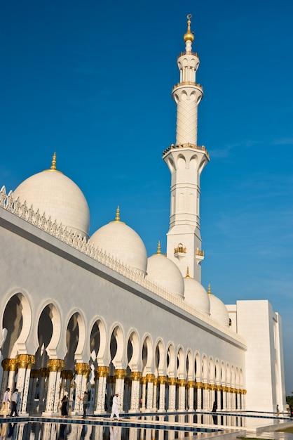 Sheikh zayed white mosque ad abu dhabi, emirati arabi uniti Foto Premium