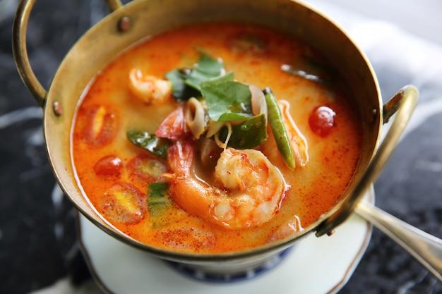 Shimp tom yum soup, cibo tailandese Foto Premium