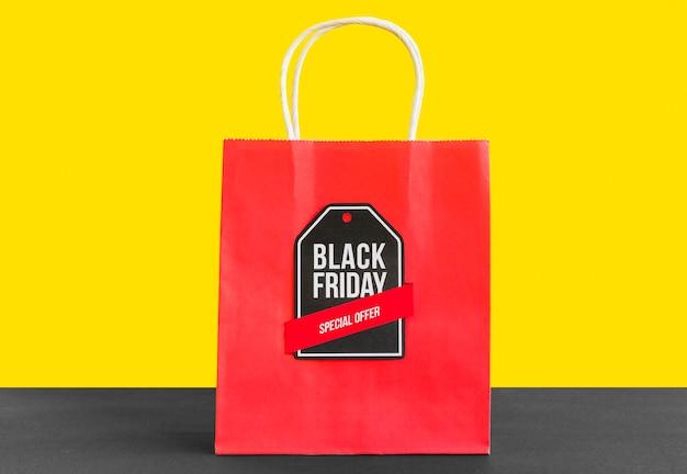 Shopping bag con iscrizione black friday Foto Gratuite