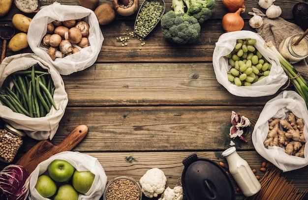 Shopping ecologico o concetto di cucina stile di vita libero di plastica Foto Premium