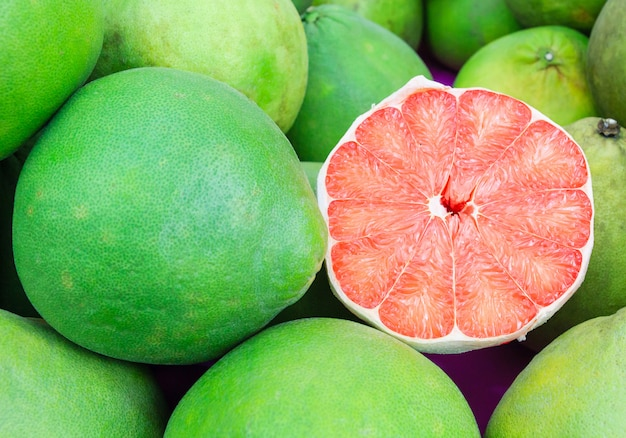 Siam rubino pomelo frutto, il ruby of siam è una razza di pompelmo Foto Premium