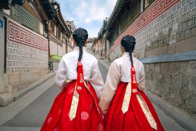 Signora coreana di hanbok Foto Premium