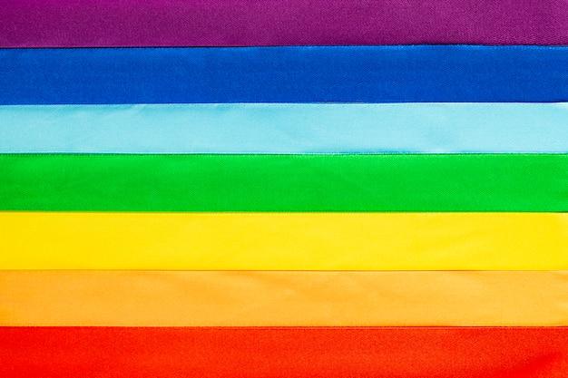 Simbolo bandiera lgbt fatto di nastri di raso Foto Premium
