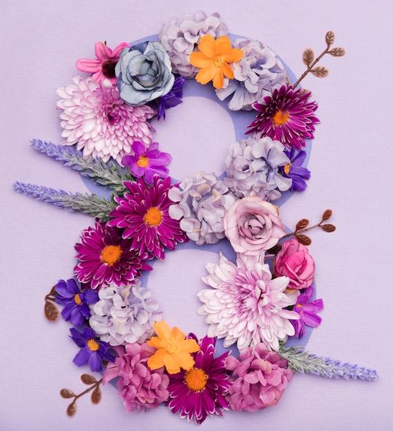 Simpatica composizione floreale per la festa della donna Foto Gratuite