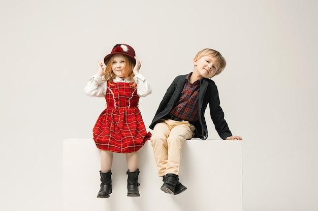 Simpatici bambini alla moda Foto Gratuite