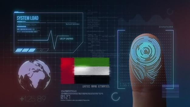 Sistema di identificazione biometrico a scansione di impronte digitali. nazionalità degli emirati arabi uniti Foto Premium