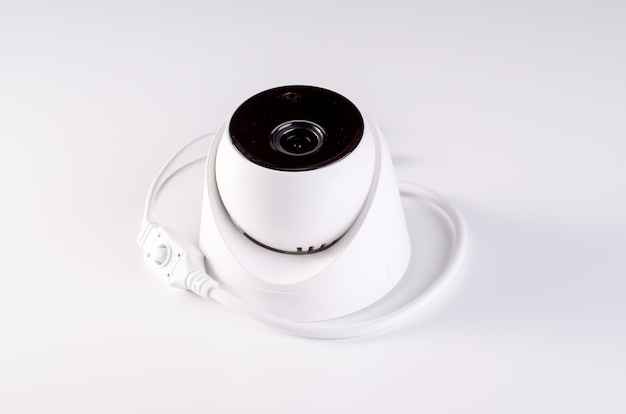 Sistema di sicurezza telecamera cctv. sicurezza video su un tavolo. buono per società di ingegneria di servizi di sicurezza Foto Premium
