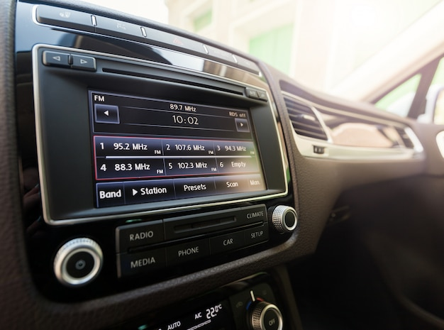 Sistema touchscreen multimediale intelligente per automobile Foto Premium