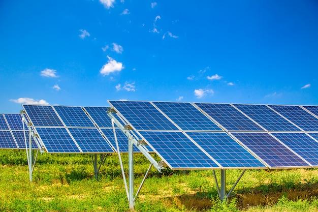 Sistemi di alimentazione fotovoltaica. Foto Premium