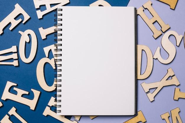 Sketchbook sulle lettere Foto Gratuite