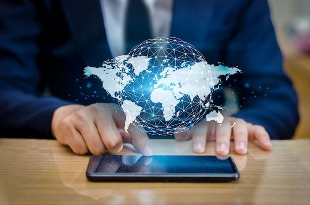 Smart communications binarie mappa globale e connessioni globe Foto Premium