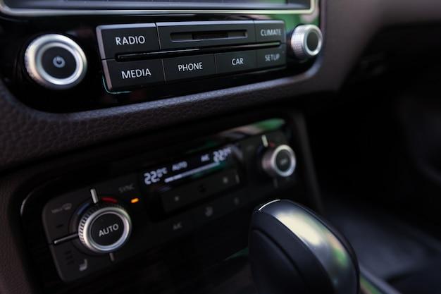 Smart multimedia touchscreen system per l'automobile Foto Premium