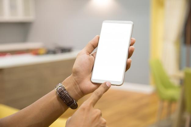 Smartphone del modello sulle mani dell'uomo d'affari. Foto Premium