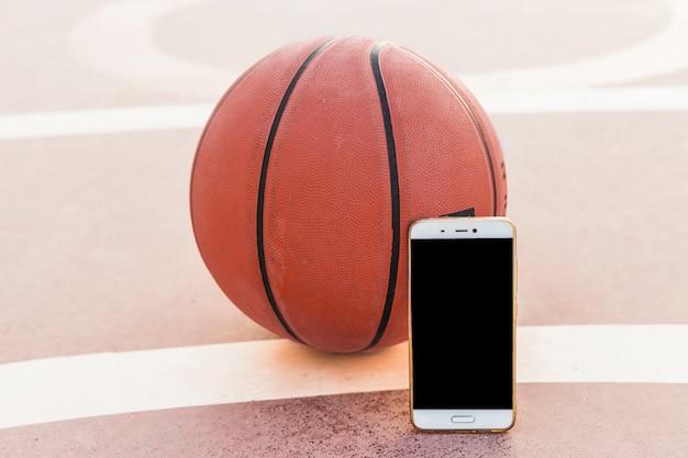 Smartphone e basket in tribunale Foto Gratuite