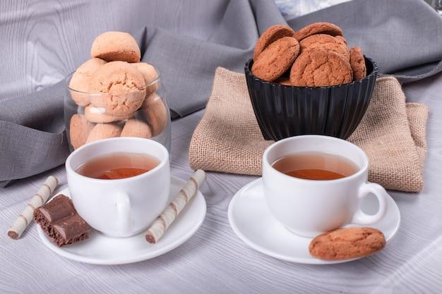 Snack dolci e tazza di tè Foto Gratuite
