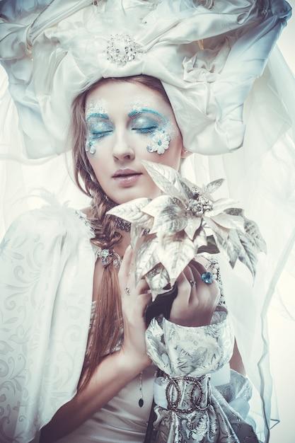 Snow queen con il trucco di fantasia Foto Premium