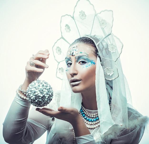 Snow queen su sfondo bianco Foto Premium