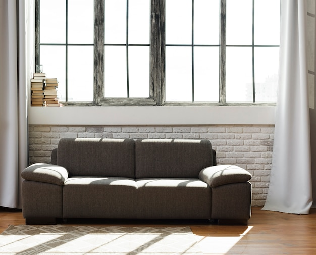 Soggiorno moderno e luminoso con comodo divano Foto Gratuite