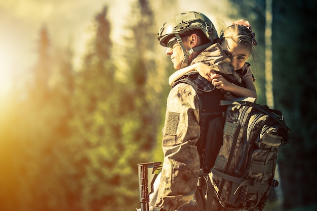 Soldato che torna a casa Foto Gratuite