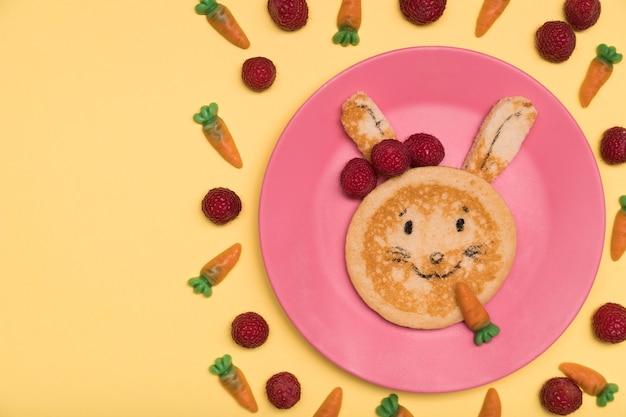 Sopra la vista decorazione con coniglietto alimentare Foto Gratuite