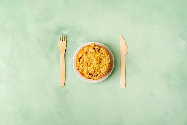 Sopra vista disposizione con cibo su sfondo verde Foto Gratuite