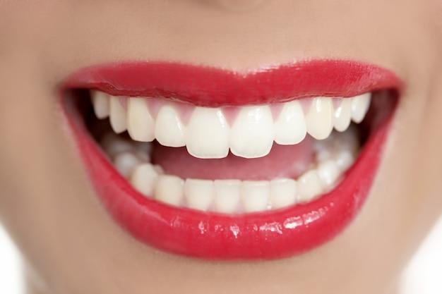 Sorriso dei denti perfetti della bella donna Foto Premium