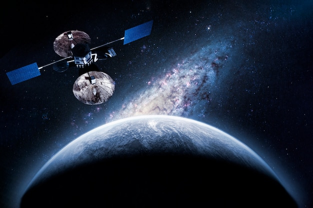 Space craft sull'orbita che esplora il nuovo pianeta, elementi di questa immagine forniti dalla nasa Foto Premium