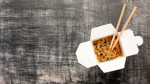 Spazio asiatico della copia dell'angolo destro della scatola dell'alimento Foto Gratuite