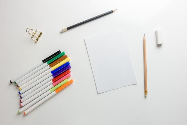 Piano Di Lavoro Scrivania : Spazio di lavoro minimo foto piatta piano creativo della