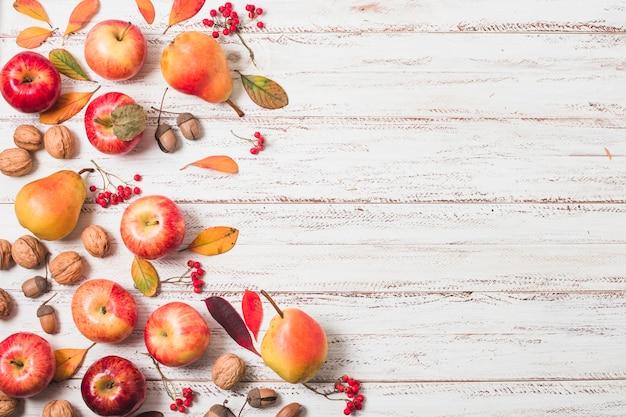 Spazio piatto per la copia di frutta autunnale Foto Gratuite