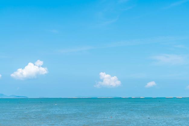 Spiaggia a nord di pattaya, in thailandia Foto Premium