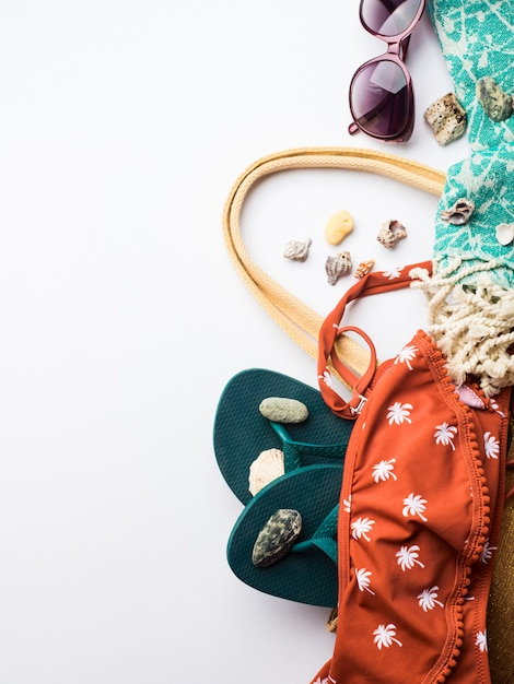 Spiaggia accessori moda femminile copyspace Foto Premium