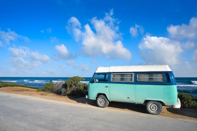Spiaggia caraibica di tulum con van riviera maya Foto Premium