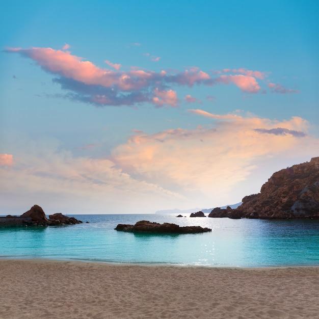 Spiaggia di cartagine cala cortina a murcia in spagna Foto Premium