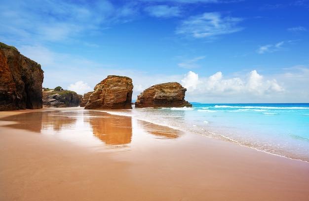 Spiaggia di playa las catedrales catedrais in galizia spagna Foto Premium