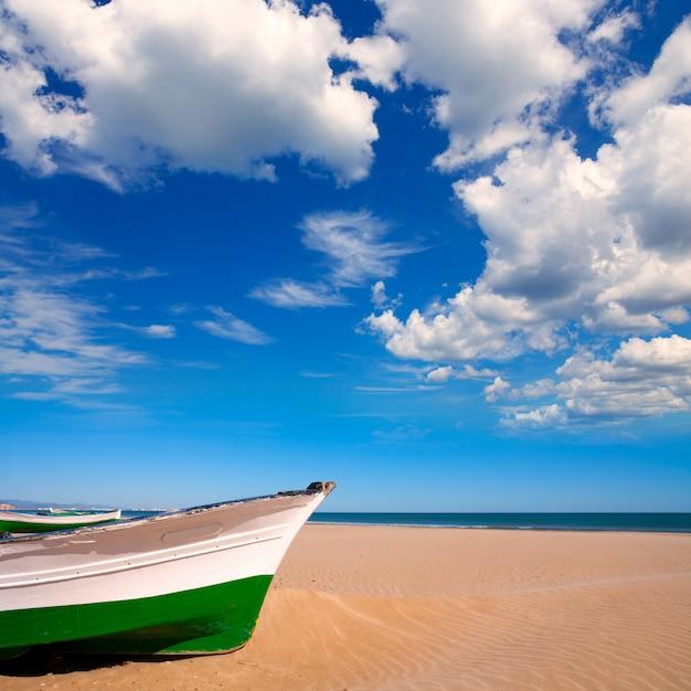 Spiaggia di valencia malvarrosa patacona mar mediterraneo Foto Premium