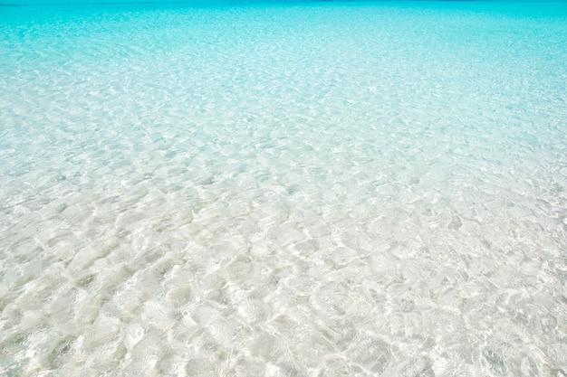 Spiaggia perfetta acqua turchese sabbia bianca Foto Premium