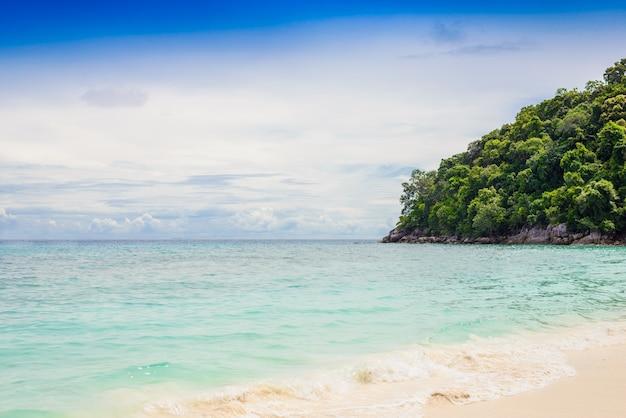 Spiaggia tropicale, isole similan Foto Premium