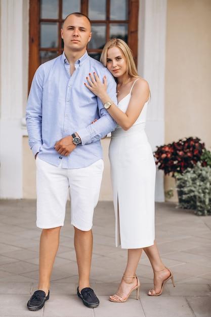 Sposa e sposo futuri delle giovani coppie Foto Gratuite