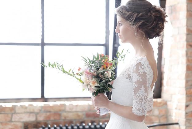 Sposa nel suo abito da sposa Foto Gratuite