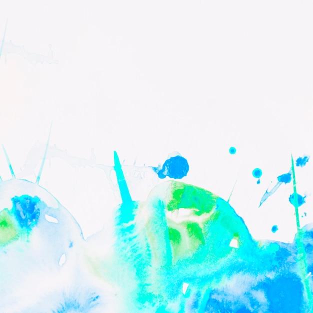 Spruzzata di acquerello blu e verde su sfondo bianco Foto Gratuite
