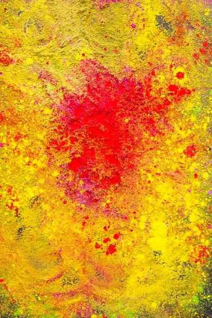 Spruzzata rossa su polvere gialla Foto Gratuite