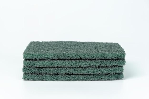 Spugna di lavatura dei piatti verde isolata Foto Premium