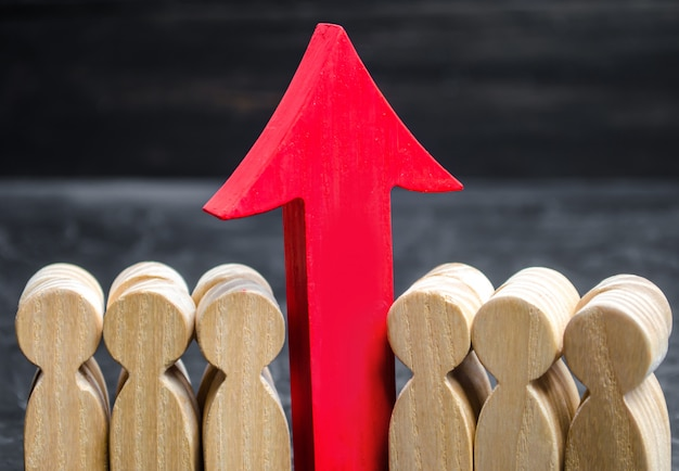 Squadra di affari e freccia rossa in su fra gli impiegati. il concetto di una startup. Foto Premium